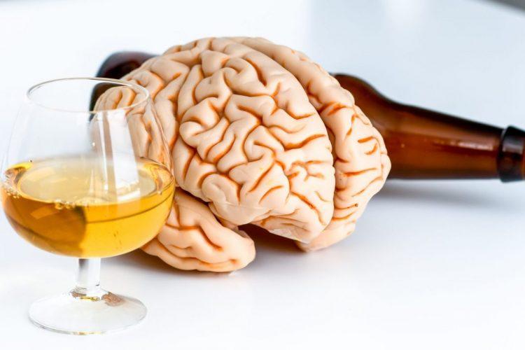 Alcohol and Brain 1280x720 750x500 - L'alcool «plus dommageable pour la santé du cerveau que la marijuana»